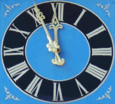 Blaue Kirchturmuhr